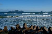 no84 波と地島