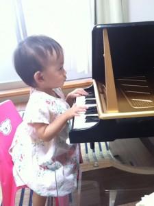 No.061 「みーたん ピアノ弾く①」