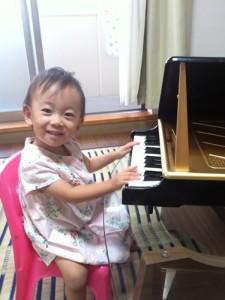 No.062 「みーたん ピアノ弾く②」